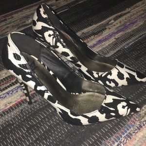 Shoes - 💓Black and White Heels